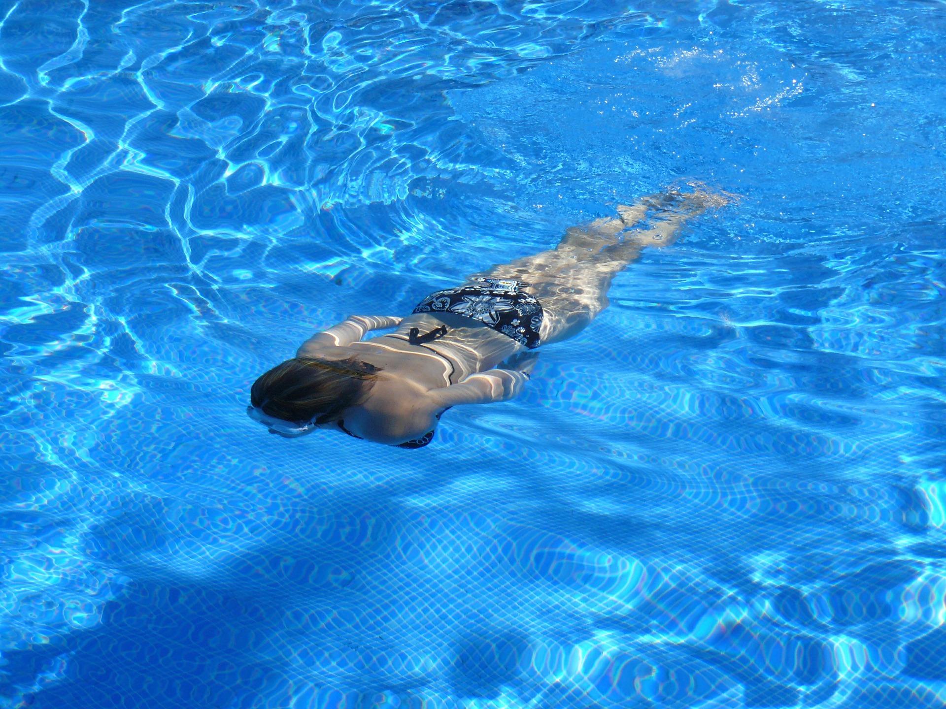 swim 422546 1920 - プールでのエクササイズ:スイミング or 水中ウォーキング
