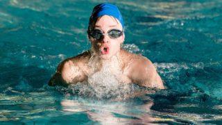 swimming 3828274 1280 320x180 - プールでのエクササイズ:スイミング or 水中ウォーキング